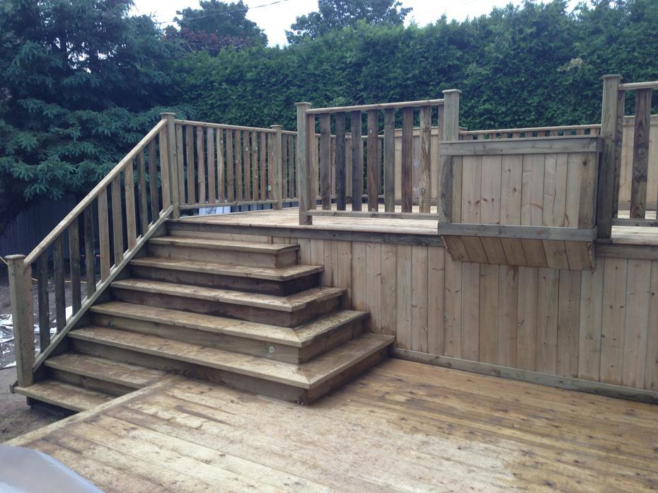 Construction terrasse bois debout diverses for Construction terrasse