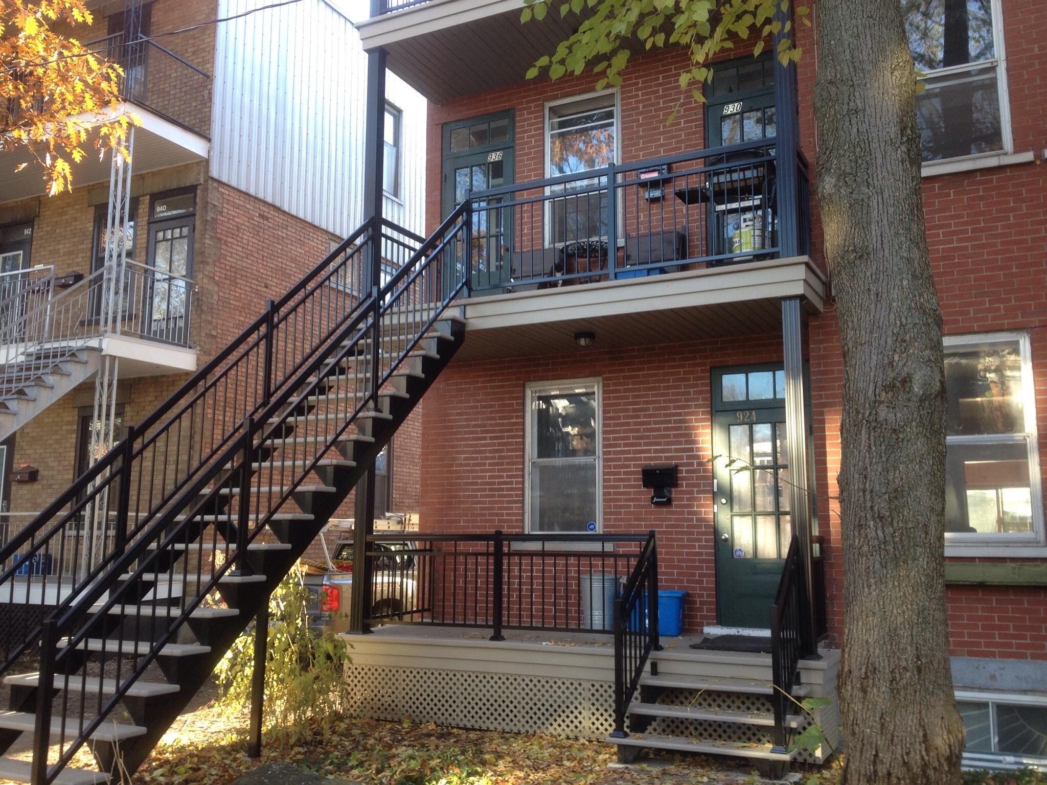 Construction de patio balcon ou terrasse go soumissions for Balcony renovation